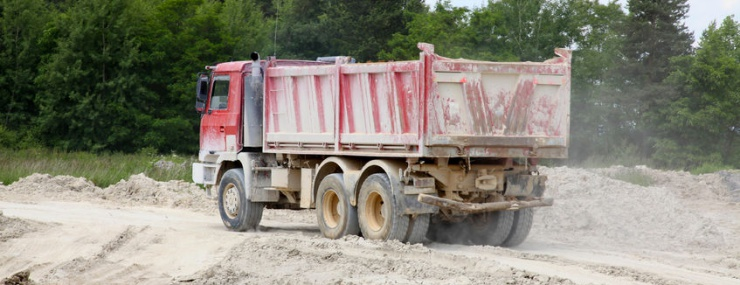 dirt carrier truck performing a Bowie, MD fill dirt delivery