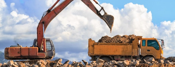 excavator filling up a dump truck in Annapolis, MD in order to transport clean fill dirt