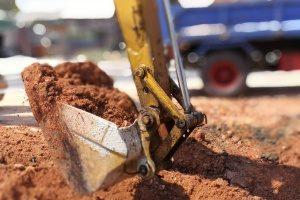 fill dirt provider in Fairfax, VA using an excavator to scoop up fill dirt