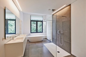 luxury shower in Fairfax, VA installed by a Fairfax bathroom remodeling contractor