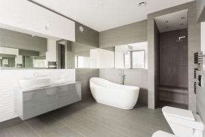 A fancy bathroom in Virginia that has recently undergone Fairfax bathroom remodeling from a Dirt Connections Fairfax bathroom remodeling contractor