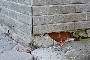 damage to a home that has many foundation problems and will need repairs