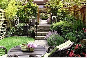 a few landscaping ideas for a small backyard patio townhome