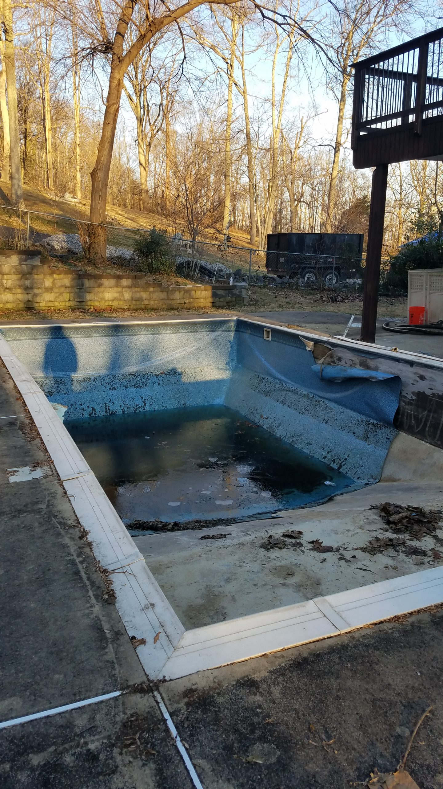 Pool in Woodbridge, Virginia in obvious disrepair