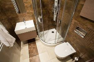 Small bathroom with brown tiles. There are remodeling ideas for small bathrooms