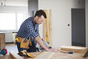 home-contractor-cutting-wood-for-addition